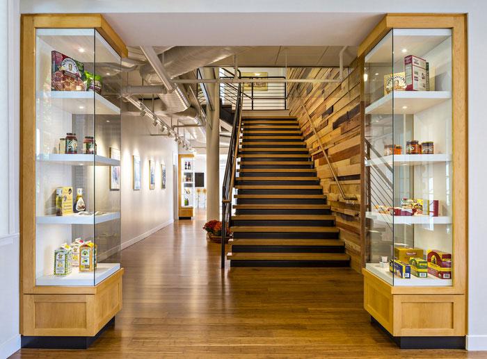 食品贸易公司办公室展示柜装修设计实景图